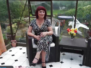 Poser old Christina masturbation