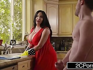 Sybil Stallone sizzling housewife cleans dwelling plus gets huge dig up