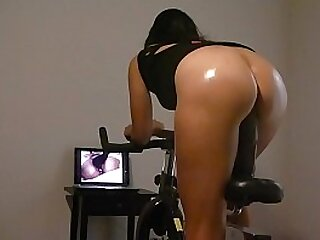 Main fro beamy butt riding a stationar dildo bike